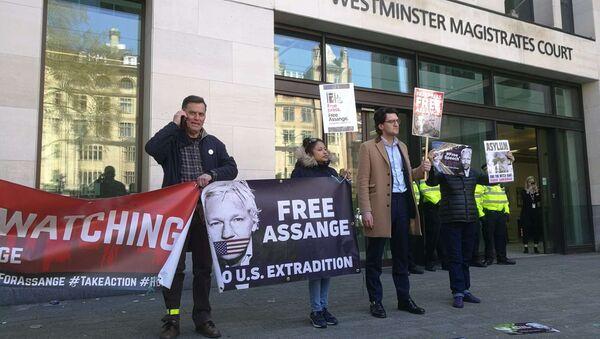 People are seen outside Westminster magistrates court in London, Thursday, April 11, 2019 - Sputnik International