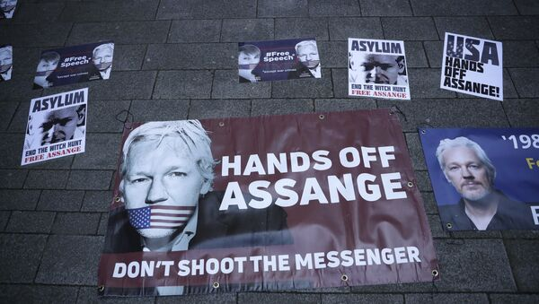 Banners in support of WikiLeaks founder Julian Assange are displayed outside Westminster magistrates court where he was appearing in London, Thursday, April 11, 2019.  - Sputnik International