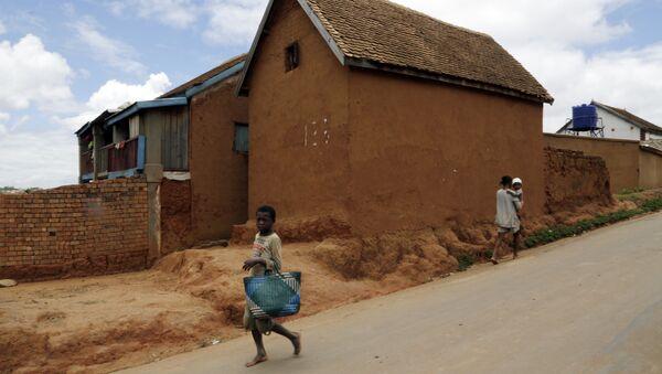 A young girl runs past a house in Antananarivo, Madagascar - Sputnik International