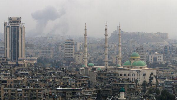 Smoke rises after strikes on Aleppo, Syria - Sputnik International