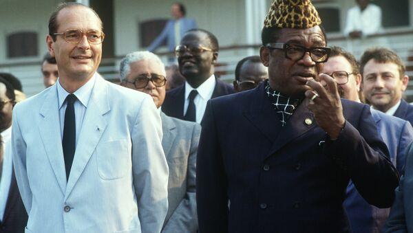 The late President of Zaire, Joseph Mobutu Sese Seko, welcomes France's President Jacques Chirac to Kinshasa in 1985 - Sputnik International