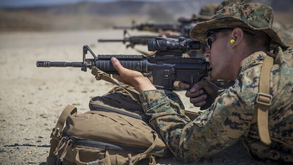 U.S. Marine Corps Lance Cpl. Elliot Holter, a heavy equipment mechanic with Combat Service Support Company, I Marine Expeditionary Force Support Battalion (MSB), I Marine Expeditionary Force, zeroes his rifle combat optic on his M4A1 service rifle during a live fire range at Marine Corps Base Camp Pendleton, Calif., Aug. 14, 2018. - Sputnik International
