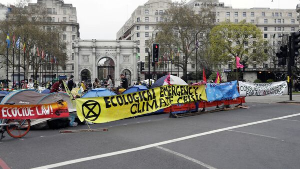 The road is blocked by demonstrators during a climate protest at Marble Arch in London, Tuesday, April 16, 2019 - Sputnik International