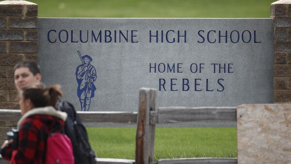Students leave Columbine High School late Tuesday, April 16, 2019, in Littleton, Colo. Following a lockdown at Columbine High School and other Denver area schools, authorities say they are looking for a woman suspected of making threats. - Sputnik International