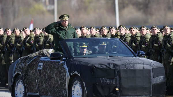 Commander-in-Chief of the Russian Ground Forces Army General Oleg Salyukov in the Aurus convertible - Sputnik International