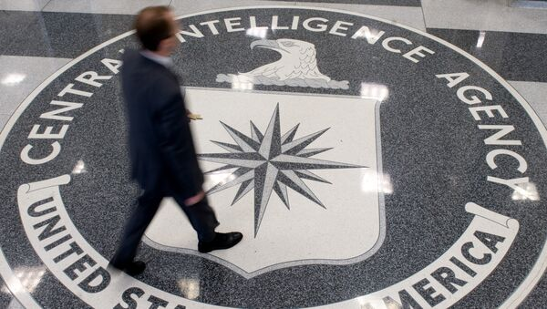 A man crosses the Central Intelligence Agency (CIA) seal in the lobby of CIA Headquarters in Langley, Virginia, on August 14, 2008. - Sputnik International
