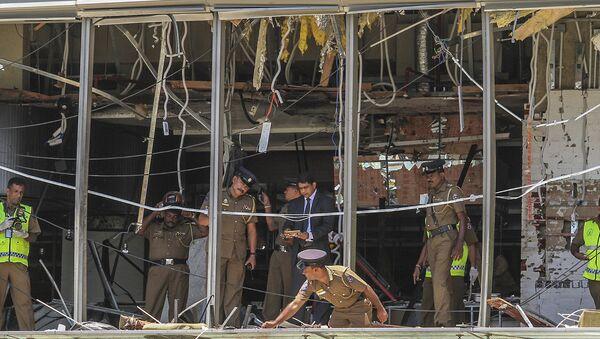 A Sri Lankan Police officer inspects a blast spot at the Shangri-la hotel in Colombo, Sri Lanka, Sunday, April 21, 2019. - Sputnik International