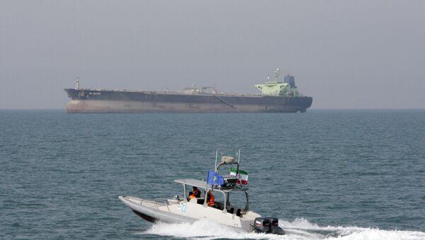 Iranian Revolutionary Guard speedboat moves in the Persian Gulf near an oil tanker (File) - Sputnik International
