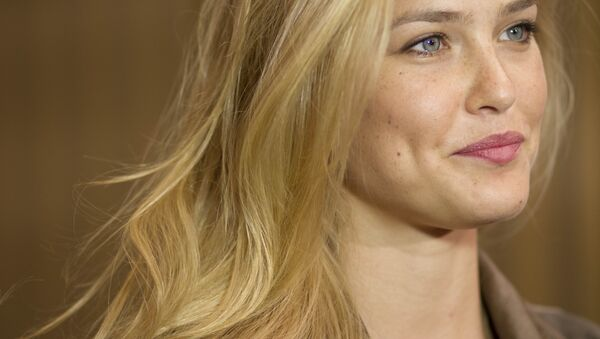 In this May 1, 2012 photo, Israeli model Bar Refaeli holds a news conference on a film set in Eilat, southern Israel. - Sputnik International