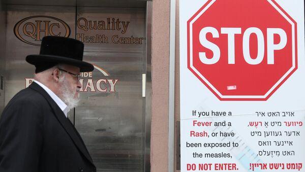 Signs warn people of measles in the ultra-Orthodox Jewish community of Williamsburg - Sputnik International