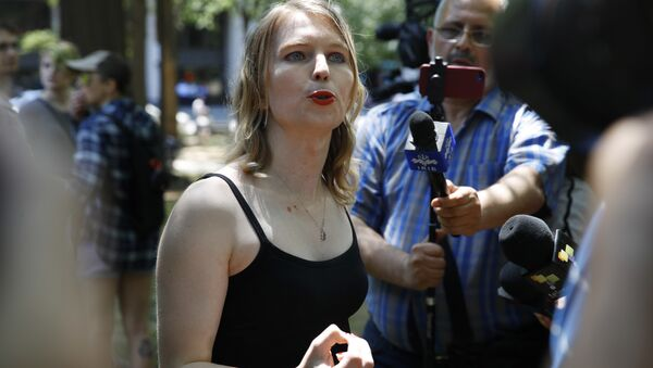 Chelsea Manning speaks to the media after attending a rally in support of the J20 defendants, Friday, 11 May 2018, in Washington. Protesters want charges dropped against defendants who face multiple felonies relating to Inauguration day protests. - Sputnik International