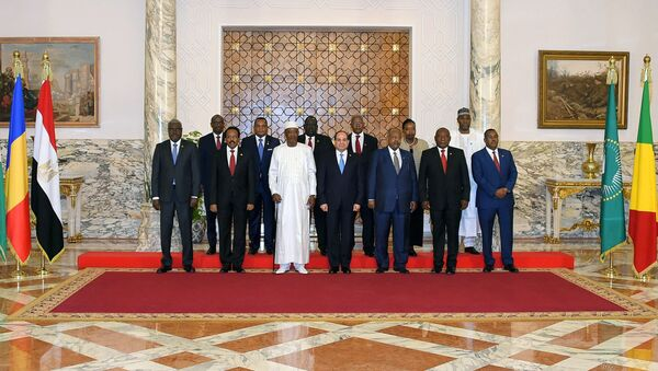 Egyptian President Abdel Fattah al-Sisi poses for a photo with heads of several African states during a consultative summit to discuss developments in Sudan and Libya, in Cairo, Egypt April 23, 2019 in this handout picture courtesy of the Egyptian Presidency - Sputnik International