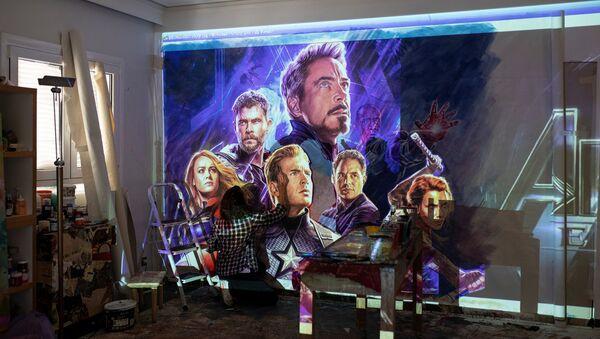 Greek artist Virginia Axioti works on the billboard of the Avengers: Endgame movie in Athens, Greece, April 21, 2019. Picture taken April 21, 2019 - Sputnik International