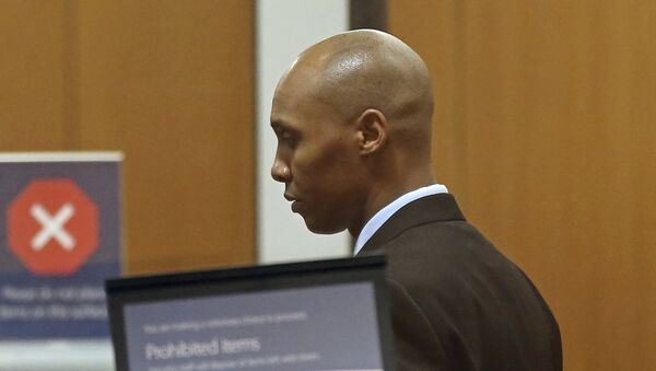 Mohamed Noor, the former Minneapolis police officer waits to go through security at the Hennepin County Government Center Thursday, April 25, 2019 in Minneapolis in the fourth week of his trial. Noor is charged with second-degree intentional murder, third-degree murder and second-degree manslaughter in the July 15, 2017, shooting death of Justine Ruszczyk Damond, a 40-year-old life coach and Australian-American who had called 911 to report a possible sexual assault behind her home. - Sputnik International
