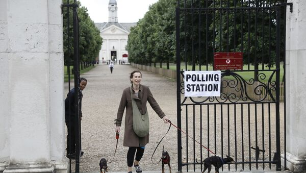A woman brings her dogs to a polling station in London in 2018 - Sputnik International