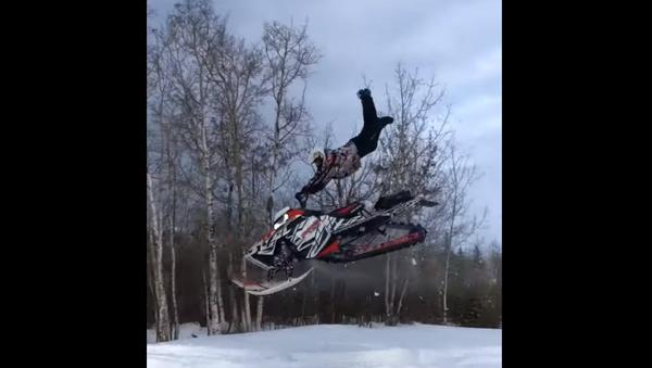Superman! Snowmobile Catches Major Air, Ejects Driver - Sputnik International