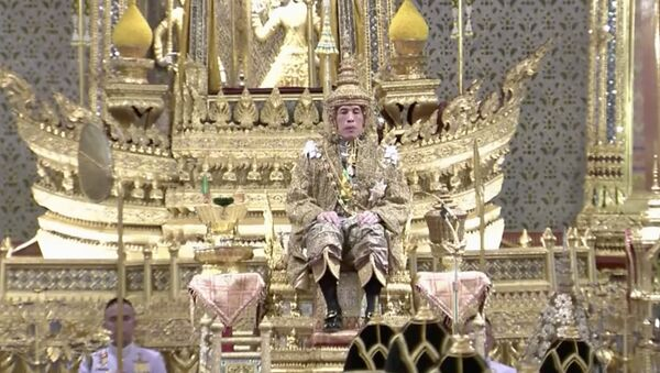 Thailand's King Maha Vajiralongkorn sits on the throne - Sputnik International