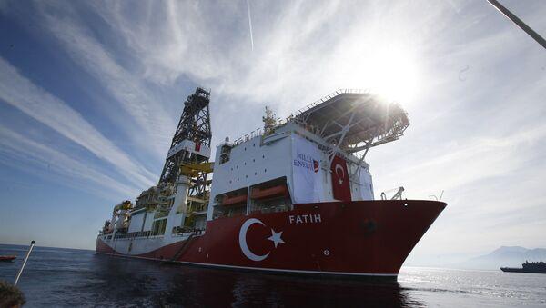 Oct. 30, 2018, Turkey's new drillship 'Conquerer' is seen off the coast of Antalya, southern Turkey - Sputnik International