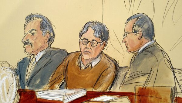 Keith Raniere (centre) in a courtroom artist's sketch of the courtroom on 7 May 2019. Raniere is flanked by his attorneys Paul DerOhannesian and Marc Agnifilo - Sputnik International