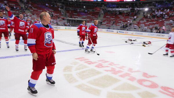 Vladimir Putin at gala hockey match in Sochi, May 10, 2019. - Sputnik International