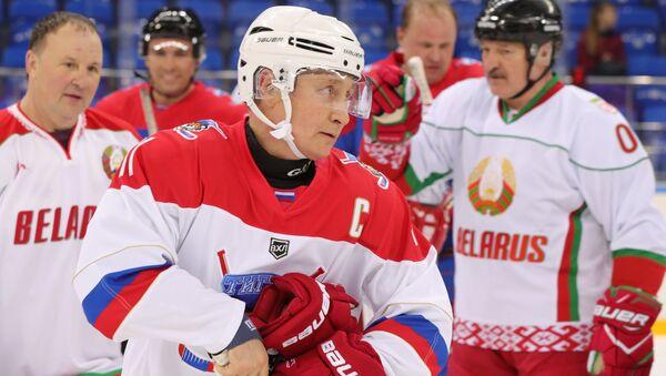 Russian President Vladimir Putin plays hockey in Sochi. Right: Belarusian President Alexander Lukashenko. 15 February 2019 - Sputnik International