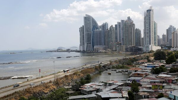 A low income neighbourhood is seen as the city skyline is seen in the background in Panama City, April 4, 2016 - Sputnik International
