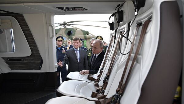 Russian President Vladimir Putin inspecting newest military aircraft in Kazan. 13.05.2019 - Sputnik International