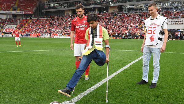 Desire for Life: Iraqi boy Qassem Qadim Attends Football Match in Moscow - Sputnik International