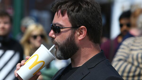 UK Independence Party (UKIP) European Election candidate Carl Benjamin, known by the online pseudonym Sargon of Akkad, drinks a McDonald's drink at a campaigning event in Exeter, southwest England, on May 13, 2019 - Sputnik International
