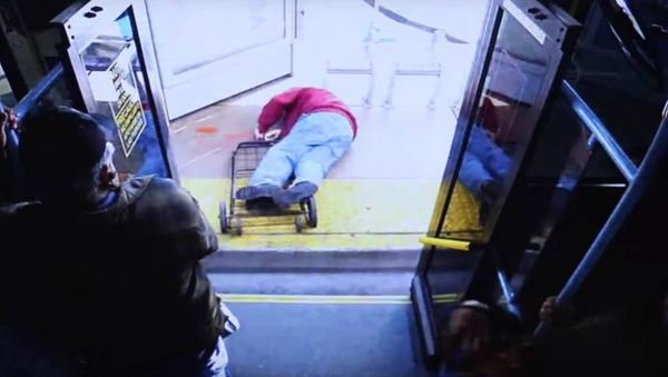 Nevada Elderly Man Pushed Off Bus Dies From Injuries, Woman Charged - Sputnik International