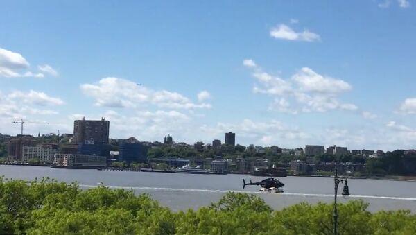Helicopter Loses Control, Goes Down in Hudson River - Sputnik International
