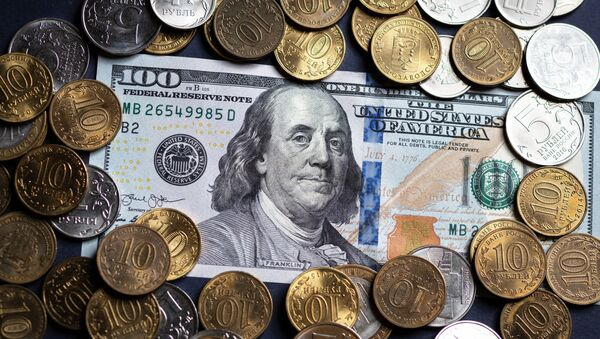 Russian roubles and the bill of the American dollar. - Sputnik International