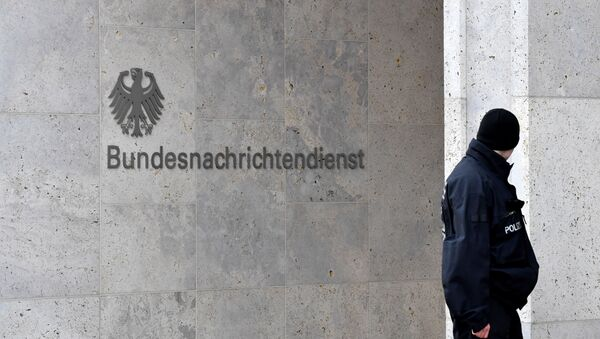 A policeman stands guard next to the logo and name of the German Federal Intelligence Service (BND) - Sputnik International