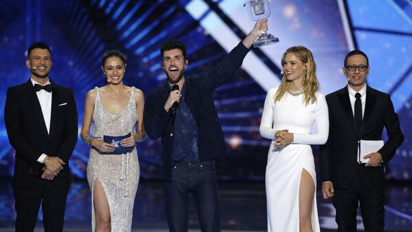 Duncan Laurence of the Netherlands, center, celebrates with the trophy after winning the 2019 Eurovision Song Contest grand final with the song Arcade in Tel Aviv, Israel, Saturday, May 18, 2019. - Sputnik International
