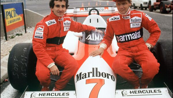 Niki Lauda (right) with his McLaren team Alain Prost in 1983 - Sputnik International