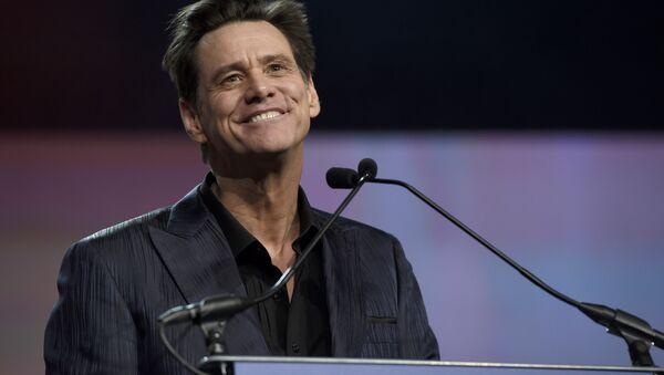 Jim Carrey presents the vanguard award at the 30th annual Palm Springs International Film Festival on Thursday, Jan. 3, 2019, in Palm Springs, Calif. - Sputnik International