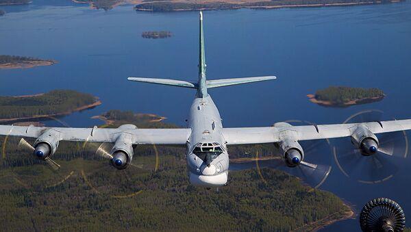 Air-to-air refuelling of Tupolev Tu-95MS - Sputnik International