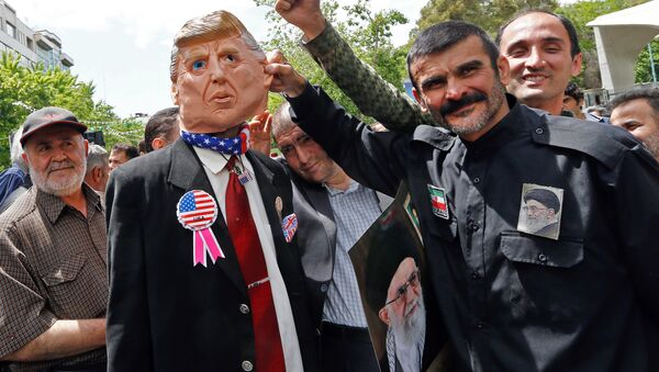 Iranian demonstrators carry a portrait of Iran's Supreme Leader Ayatollah Ali Khamenei and an effigy of US President Donald Trump during a rally in the capital Tehran, on May 10 2019 - Sputnik International
