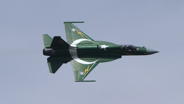 A Pakistani JF-17 fighter aircraft flies in a formation during a ceremony to mark Pakistani Defense Day, in Islamabad, Sunday, Sept. 6, 2015 - Sputnik International