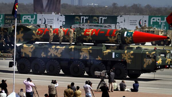 A Pakistani Shaheen II missile is displayed during the Pakistan National Day parade in Islamabad, Pakistan, Monday, March 23, 2015 - Sputnik International