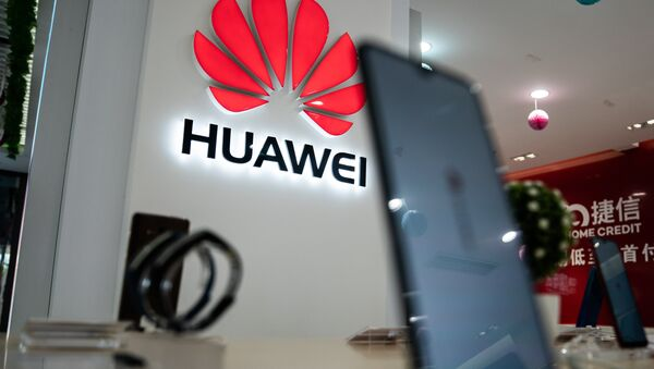 A Huawei logo is displayed at a retail store in Beijing on May 20, 2019 - Sputnik International