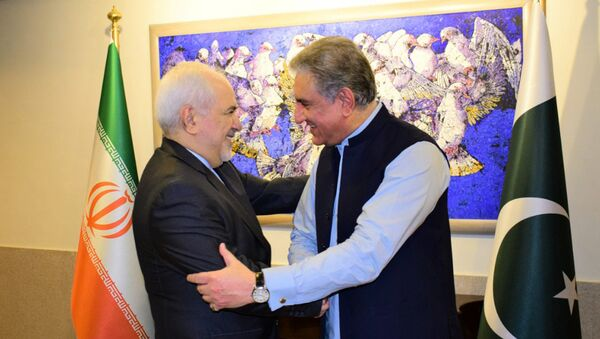 In this photo released by the Foreign Office, Pakistani Foreign Minister Shah Mehmood Qureshi, right, shakes hands with Iranian Foreign Minister Mohammad Javad Zarif at the Foreign Ministry in Islamabad, Pakistan, Friday, May 24, 2019 - Sputnik International
