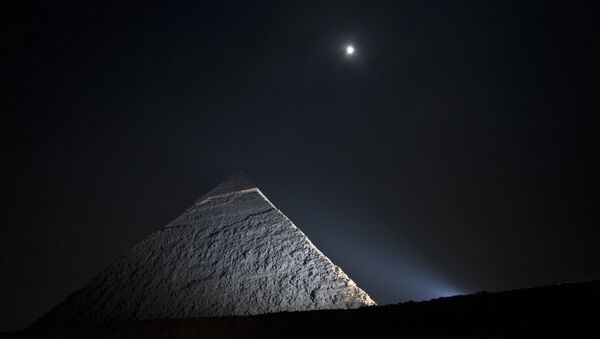 A picture taken on November 16, 2013, shows the moon above a pyramid in Giza, on the outskirts of Cairo - Sputnik International