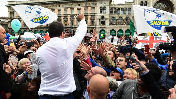 Italian Deputy Prime Minister and Interior Minister Matteo Salvini (C) greets supporters during a rally of European nationalists ahead of European elections on May 18, 2019, in Milan - Sputnik International