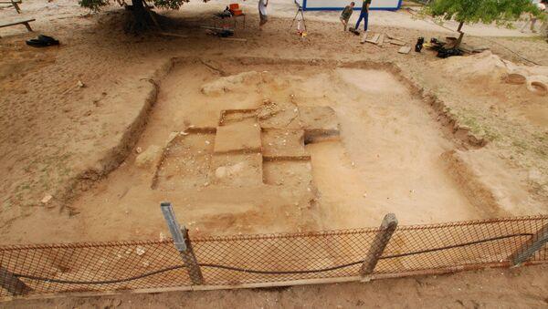 An unremarkable prehistoric burial mound near Bordeaux - Sputnik International