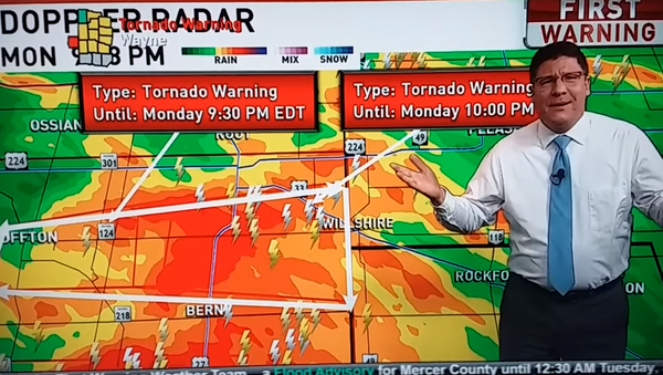 Fox 45 Meteorologist Jamie Simpson gives a stern talking to viewers upset The Bachelorette was interrupted for tornado and severe weather coverage - Sputnik International
