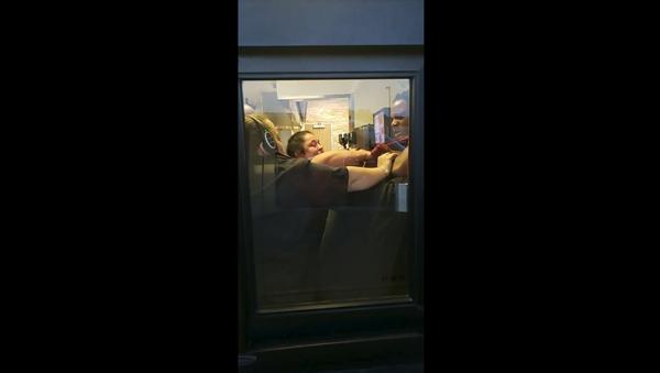Drive-thru customer in North Carolina gets front row seat to employee brawl at Burger King - Sputnik International