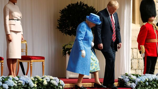 The First Lady Melania Trump waits as U.S. President Donald Trump and Britain's Queen Elizabeth walk across the courtyard to inspect the Coldstream Guards during a visit to Windsor Castle in Windsor - Sputnik International