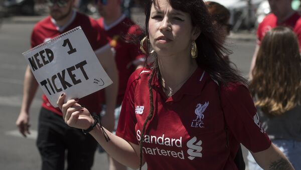 A Liverpool supporter holds a placard reading Need 1 ticket in Madrid on June 1, 2019 before the UEFA Champions League final football match between Liverpool and Tottenham Hotspur - Sputnik International