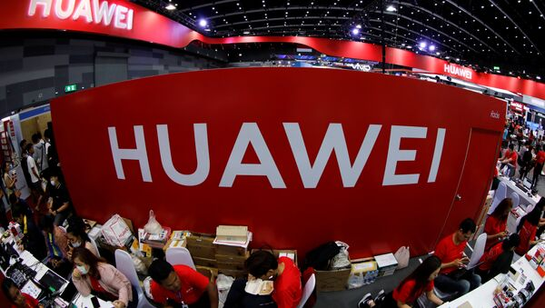 Workers sit at the Huawei stand at the Mobile Expo in Bangkok, Thailand, May 31, 2019 - Sputnik International